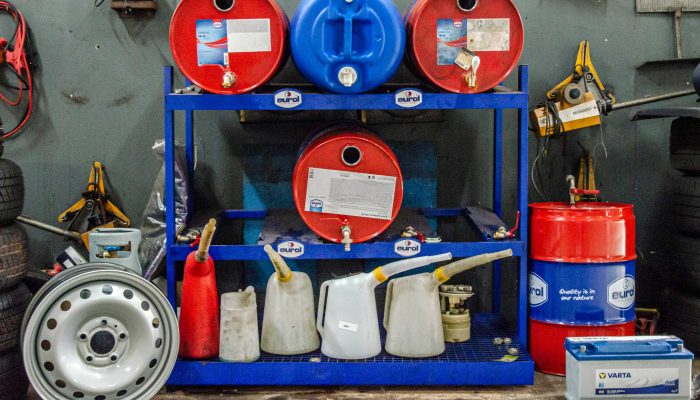 Garage Boer- Werkplaats olievaten